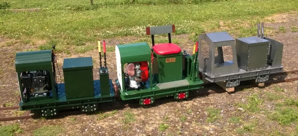 Scamp is designed for a different market, those who want an easily transportable loco that can still do a serious job of work. The engine/generator lifts out to lighten it.
