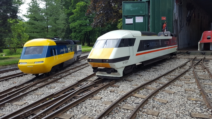 HST waiting with Class91